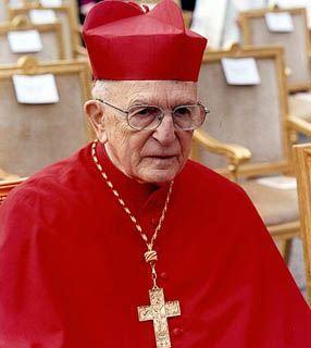 Cardeal dom Eug�nio Sales: N�o, n�o (tenho medo). A morte � algo inevit�vel. A gente sente a aus�ncia porque a morte � sempre uma coisa que n�o era para ocorrer. O homem n�o devia morrer. Mas a morte � a passagem para uma vida definitiva