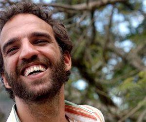 Marcelo Camelo: � bom, �s vezes, se perder sem ter porque, sem ter raz�o. � um dom saber envaidecer, por si, saber mudar de tom.