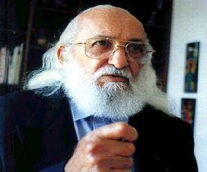 Paulo Freire: O mundo n�o �, o mundo est� sendo.